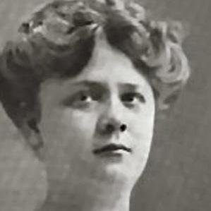 Emma Carus bio