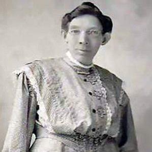 Ella Ewing bio