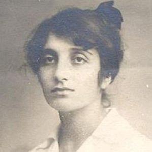 Dora Gabe bio
