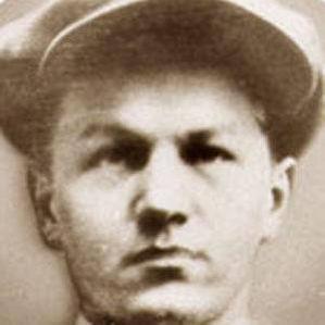 Lester Joseph Gillis bio