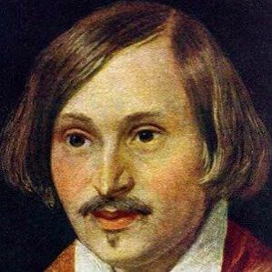 Nikolai Gogol bio