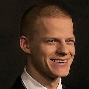 Age Of Lucas Hedges biography