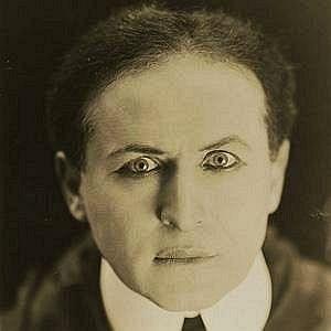 Age Of Harry Houdini biography