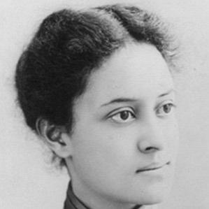 Victoria Kaiulani bio