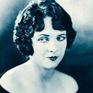 Jacqueline Logan bio