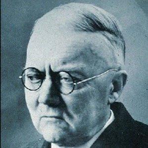 Ernst Opik bio