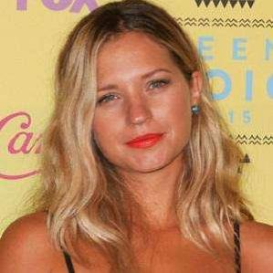 Age Of Vanessa Ray biography