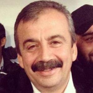 Age Of Sirri Süreyya Önder biography