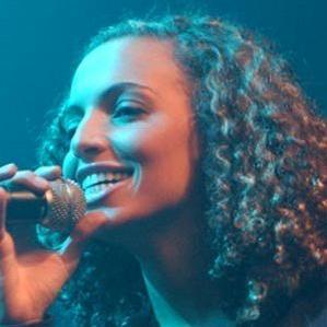 Age Of Kayna Samet biography