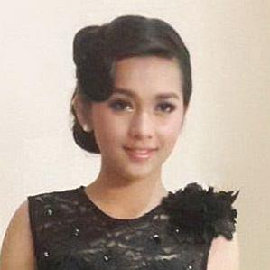 Age Of Putri Ayu Silaen biography
