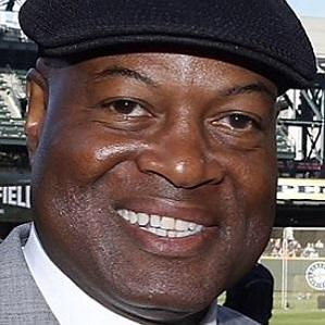 Age Of Dave Sims biography