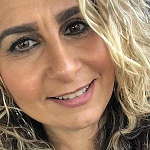Age Of Lisa Valastro biography