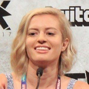 Age Of Elyse Willems biography