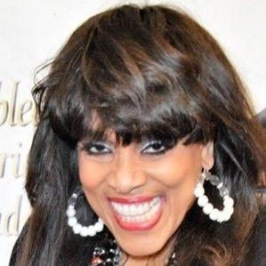 Age Of Vickie Winans biography