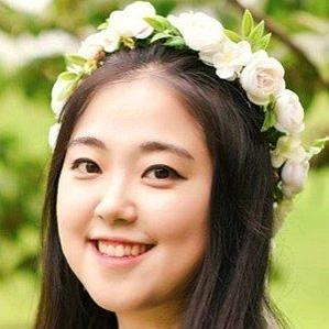 Age Of Lina Woo biography