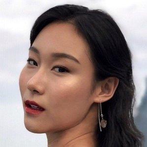Age Of Yi Han Si biography